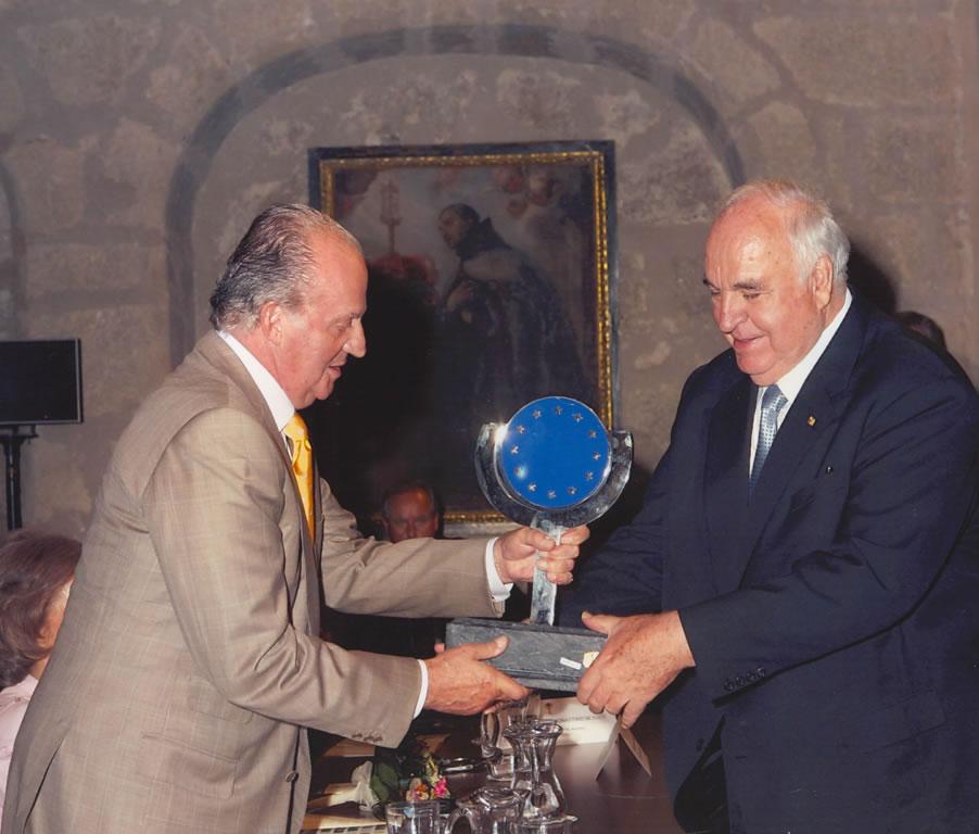 La Fundación Academia Europea de Yuste lamenta el fallecimiento de Helmut Kohl, Premio Europeo Carlos V