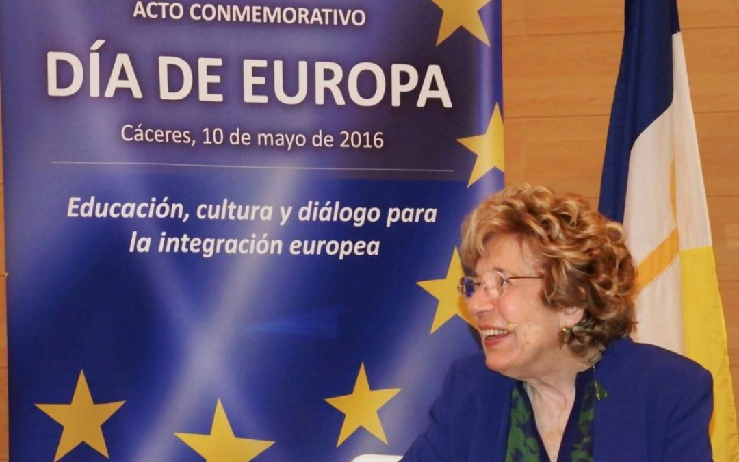 Sofia Corradi participates in a meeting with University of Extremadura professors and students
