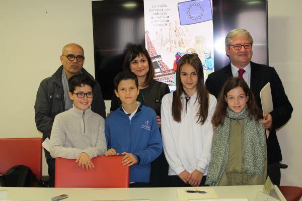 La Fundación Academia Europea de Yuste y el ayuntamiento de Navalmoral de la Mata colaboran para llevar Europa a los colegios