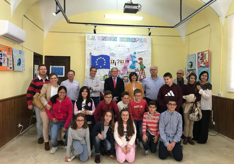 Mural exhibition concludes 'European Union: a story of human values and rights' project, which reached nearly 400 pupils in Navalmoral
