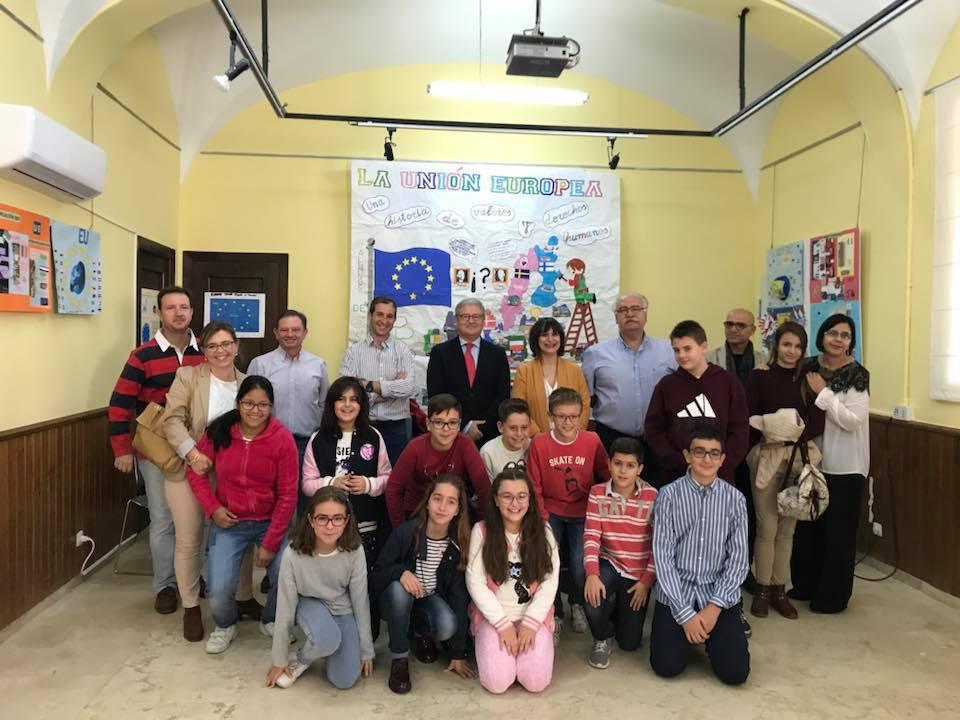 Una exposición de murales clausura el proyecto 'La Unión Europea: una historia de valores y derechos humanos' que ha llegado a cerca de 400 alumnos de Navalmoral