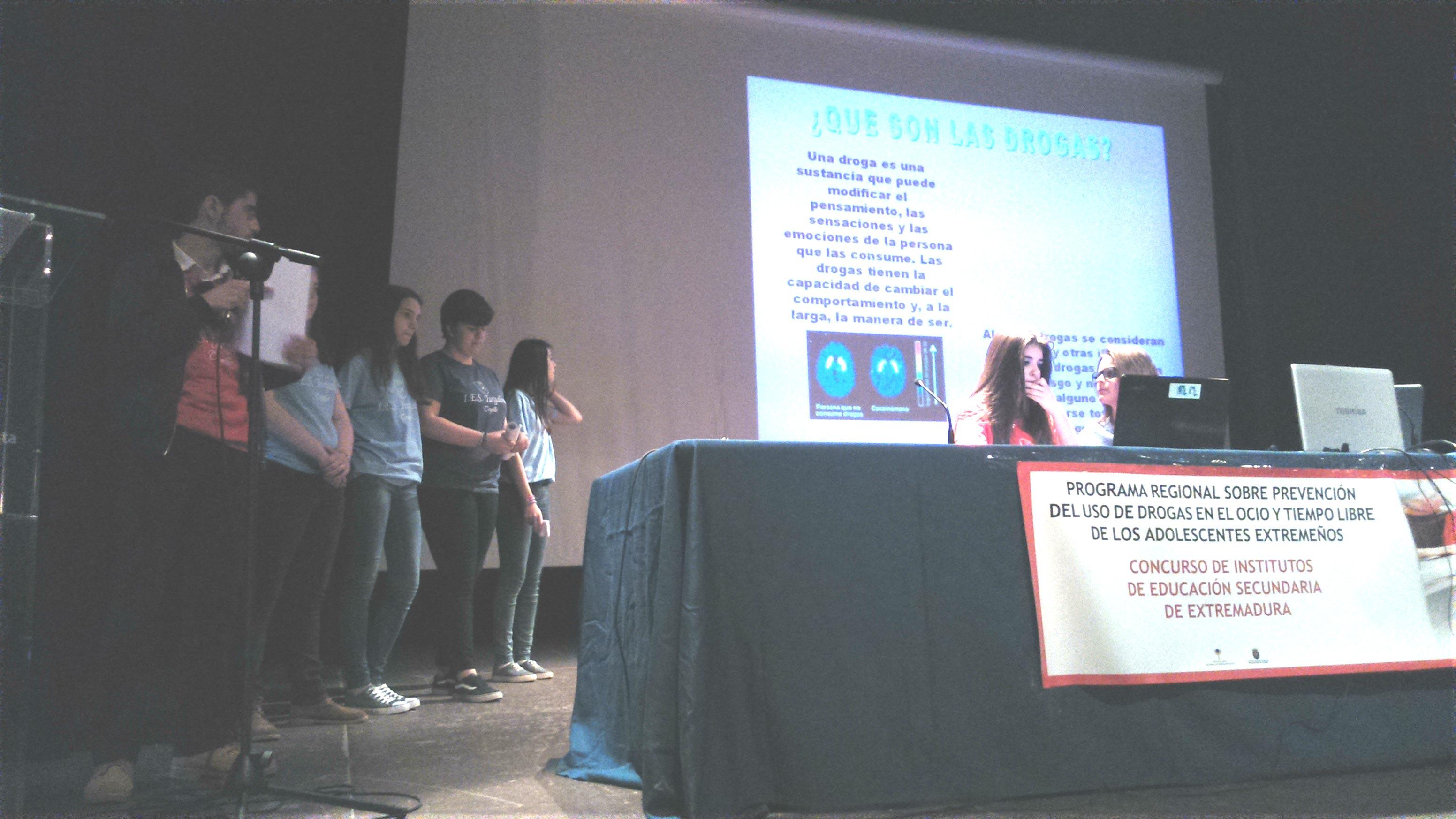 El IES Turgalium de Trujillo ganador de la semifinal de la provincia de Cáceres del VI concurso de institutos sobre prevención del uso de drogas en el ocio y tiempo libres de los adolescentes extremeños