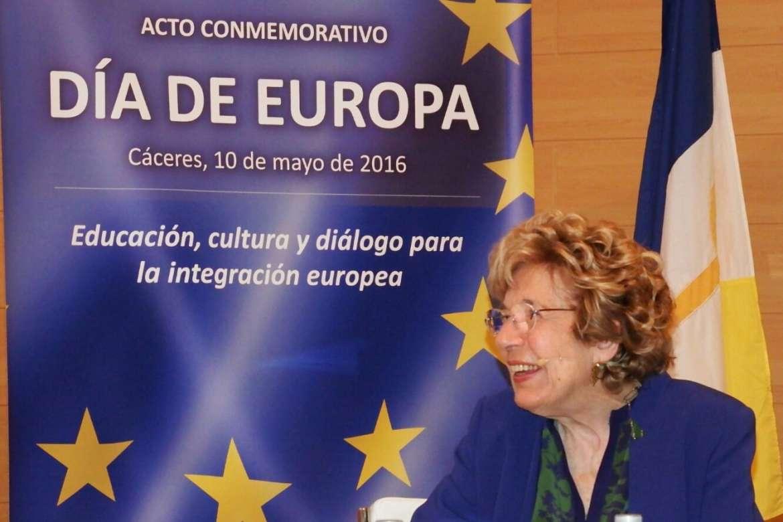 Sofia Corradi participa en un encuentro con profesores y universitarios de la Uex