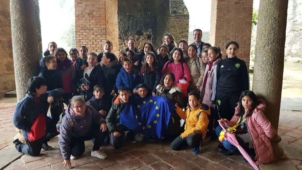 Alumnos de los colegios de Navalmoral de la Mata aprenden sobre la construcción europea y los valores democráticos en su visita a la Fundación Yuste
