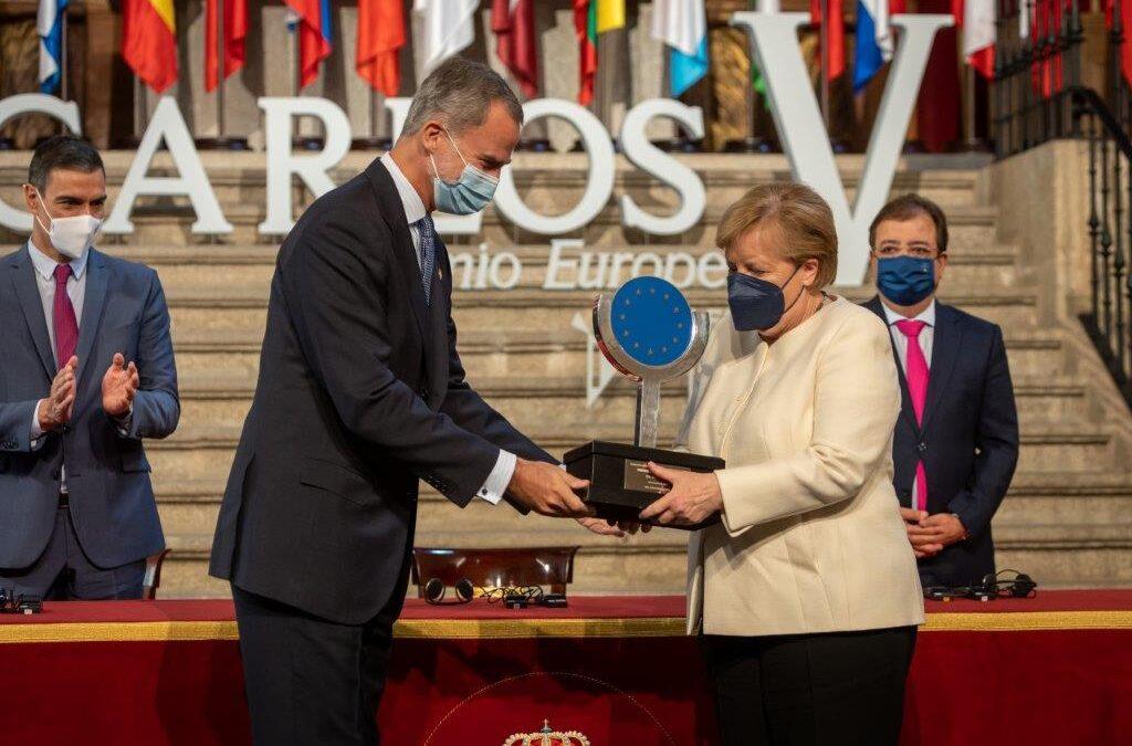 Merkel reivindica una Europa unida y fuerte en Yuste